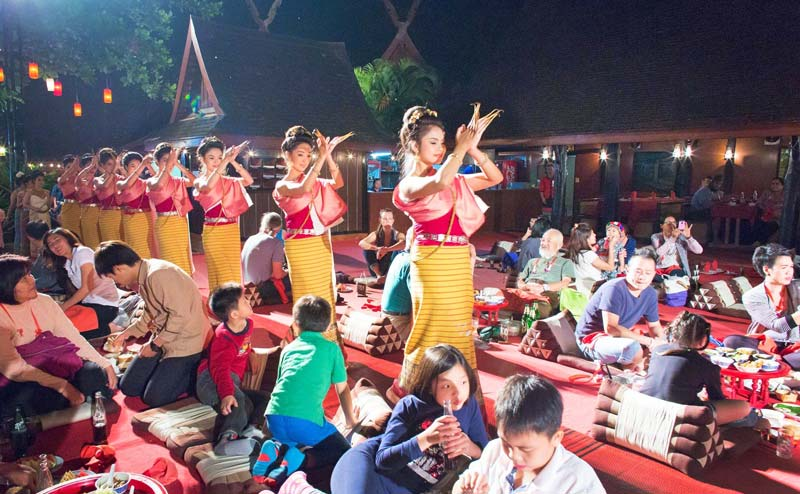 khantoke-dinner-old-chiangmai-cultural-center-17
