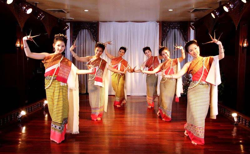 khantoke-dinner-old-chiangmai-cultural-center-3