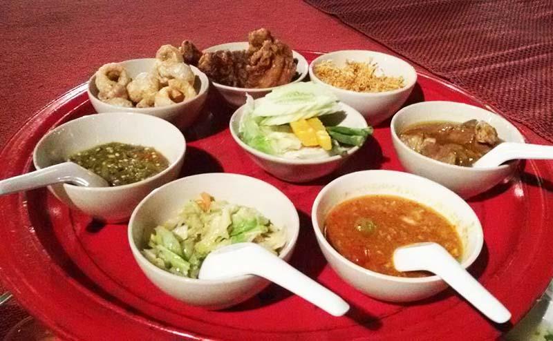 khantoke-dinner-old-chiangmai-cultural-center-7
